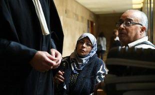 Zoulika et Mohamed Saiah, les parents de Fatima, une lycéenne de 20 ans disparue le 7 mai 2008 à Marseille, à l'ouverture du procès du tueur en série Patrick Salameh, le 12 octobre 2015 à Aix-en-Provence