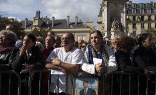 Ils sont venus nombreux rendre un dernier hommage à Jacques Chirac à Saint-Sulpice.