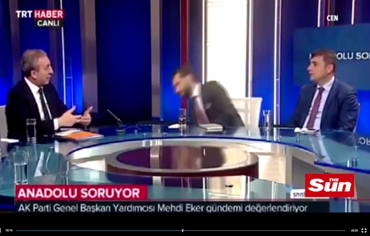 Un journaliste turc s'évanouit en pleine émission – Screenshot The Sun
