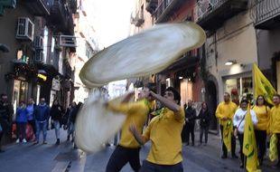 L'art du pizzaïolo napolitain faisant valser la pâte dans les airs a fait une entrée enviée jeudi 7 décembre 2017 au patrimoine immatériel de l'Humanité de l'Unesco.