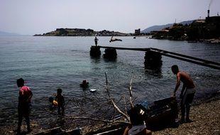 Des réfugiés sur l'île grecque de Lesbos