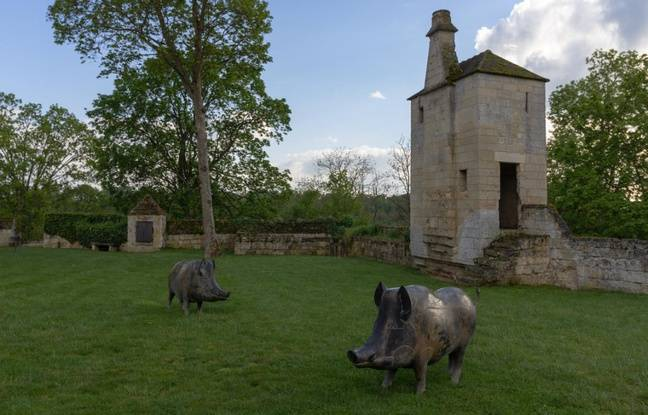 Les animaux de François-Xavier Lalanne sont parfaitement à leur aise dans les jardins de Pascal Cribier.