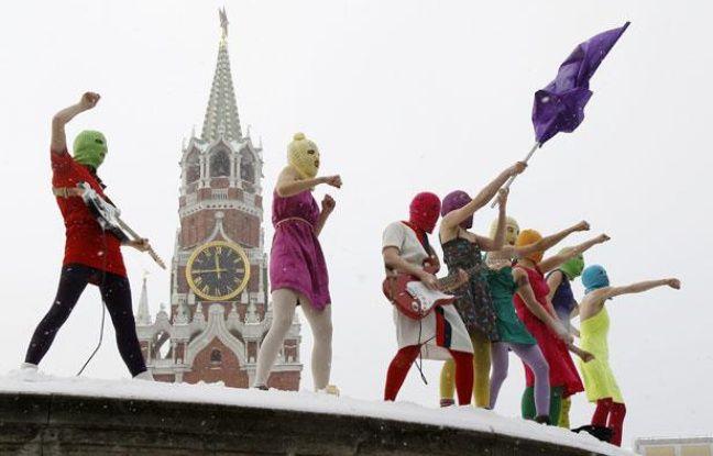 Le groupe de punk rock féministe et anti-Poutine Pussy Riot à Moscou, le 20 janvier 2012.