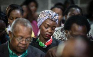 Des chrétiens kenyans assistent le 5 avril 2015 à la messe de Pâques dans la cathédrale de Nairobi