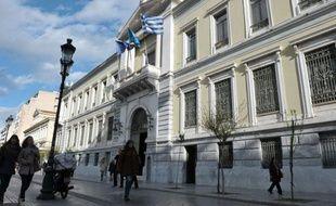 Athènes a demandé mercredi 1,29 milliard d'euros supplémentaires à la zone euro et au FMI, qui se consulteront jeudi à Bruxelles, pour pouvoir finaliser comme ses créanciers l'exigent la délicate opération de rachat de dette en cours.