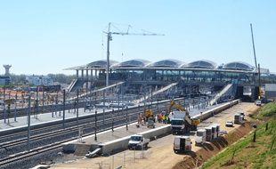 Le bâtiment et les rails de la deuxième gare TGV de Montpellier sont déjà là.