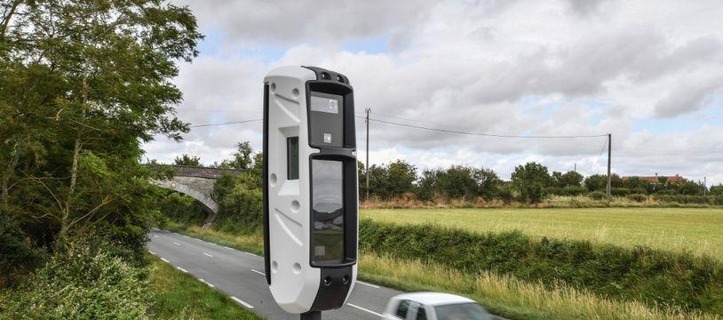 Une voiture qui passe à proximité d'un radar (image d'illustration).