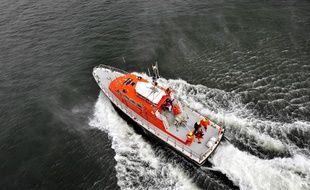 Un bateau des sauveteurs en mer (Illustration)