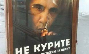 Une affiche contre le président américain, Barak Obama, a été placardée dans les abris-bus de Moscou (Russie).