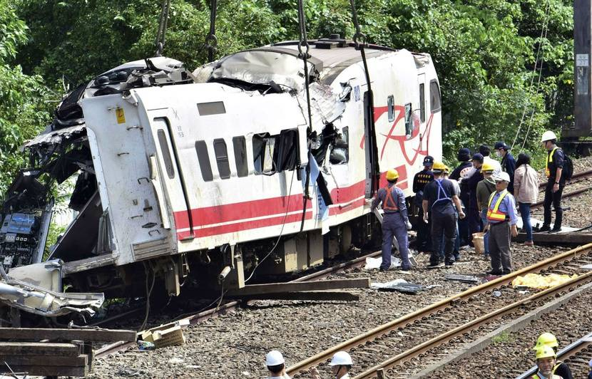 Taïwan: Un train déraille et fait 22 morts et 171 blessés