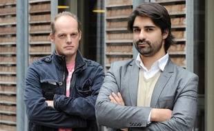 Les journalistes du «Monde», Fabrice Lhomme (à gauche), et de Mediapart, Fabrice Arfi (à droite), le 4 octobre 2010, à Paris.