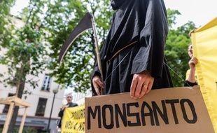 Un manifestant contre Monsanto