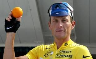 Lance Armstrong reçoit le prix orange sur le Tour en 2003. Ce prix récompense le coureur le plus fair play de la course. Pourtant Armstrong a été très peu apprécié tout au long de sa carrière. En 2002, il avait d'ailleurs été le grand vainqueur du prix citron, celui qui récompense le cycliste le moins sympa du peloton.