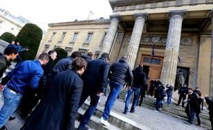 Les supporters corses arrivent au tribunal de Reims le 22 mars 2016.