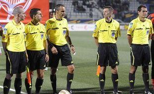 Cinq arbitres de L1, le 22 septembre 2010, à Nancy, avant un match de championnat.