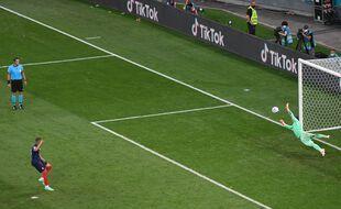 Mbappé rate le dernier des tirs au but. La France est éliminée de l'Euro