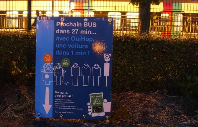 Une publicité pour Oui Hop, une appli d'auto-stop urbain, installée dans la gare RER de Saint-Rémy-lès-Chevreuse