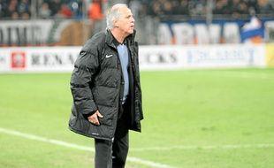 René Girard, dans l'une de ses attitudes typiques à Montpellier.