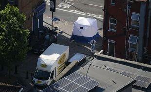 Les enquêteurs dans le quartier de Finsbury Park à Londres au lendemain de l'attaque d'une camionnette.