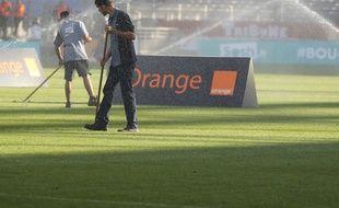 Lyon, le 16 septembre 2012. Des pelousiers lors du match OL/AJACCIO de ligue 1 au stade de Gerland.