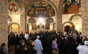 Le clergé et des représentants des fidèles coptes d'Egypte ont entamé lundi matin un vote qui doit aboutir en fin de semaine à la désignation du prochain chef spirituel de la plus grande communauté chrétienne du Moyen-Orient, futur interlocuteur d'un pouvoir désormais dominé par les islamistes.