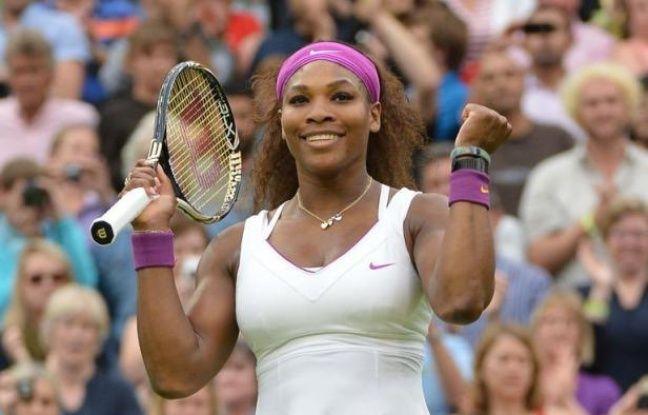 Serena Williams a poursuivi son chemin mardi à Wimbledon, lors d'une journée encore une fois fortement perturbée par la pluie.