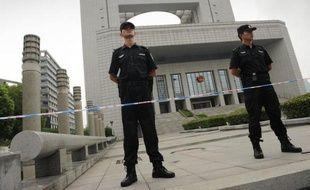 Quatre responsables policiers chinois jugés vendredi ont reconnu avoir sabordé une enquête sur l'assassinat d'un homme d'affaires britannique, pour tenter d'épargner Gu Kailai, l'épouse d'un ex-dirigeant accusée de ce meurtre.