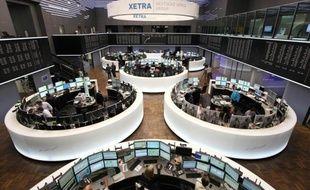 Les Bourses européennes ont terminé mardi en ordre dispersé après une conférence téléphonique des ministres des Finances du G7 consacrée à la crise en zone euro mais dont peu a filtré.