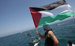 Des Palestiniens attendent «la flottille de la Liberté» qui se rend à Gaza, le 30 mai 2010.
