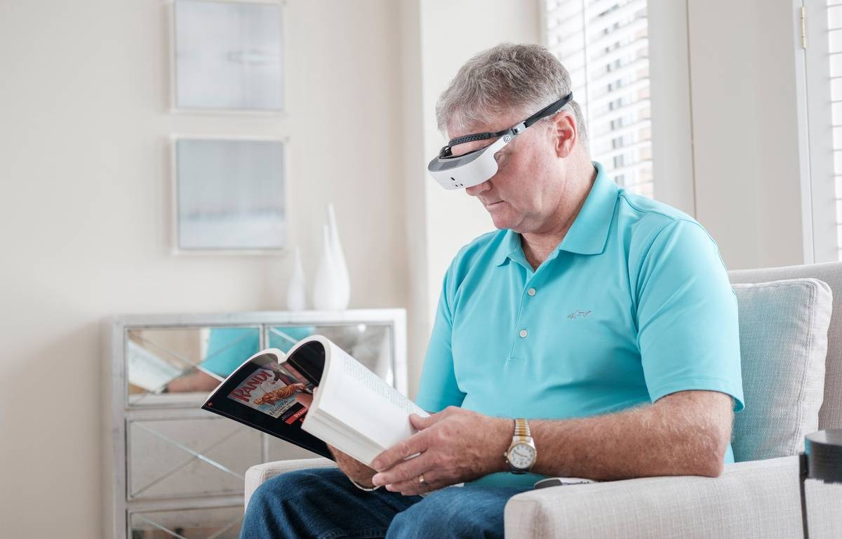 Les lunettes esight viennent permettent aux malvoyants de mieux voir.  – Esight
