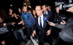 """Le président François Hollande a déclaré lundi soir, à l'issue de sa visite aux familles des deux victimes de la rixe mortelle de vendredi à Echirolles (Isère), que """"tout est fait pour retrouver les auteurs de ces crimes odieux""""."""