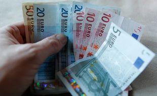 Lorraine: Interpellées pour avoir arnaquer un octogénaire de plus de 27.000 euros. Deux femmes qui faisaient la manche sont accusées d'avoir soutirer 27.230 euros à un homme de 81 ans... (Illustration)