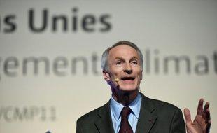 """Le président du groupe Jean-Dominique Sénard livre un discours à l'ouverture du """"Action Day"""" de la COP21 au Bourget, le 5 décembre 2015"""