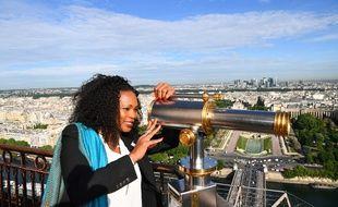 Laura Flessel au sommet de la Tour Eiffel pour défendre la candidature de Paris 2024, le 16 mai 2017.