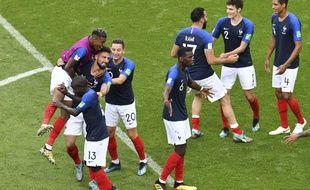 La joie des Français après avoir battu l'Argentine en 8e de finale de Coupe du monde, le 30 juin 2018 à Kazan.