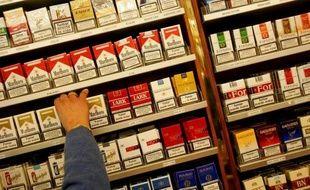 Le gouvernement va supprimer les limitations légales à l'achat de tabac à l'étranger, sous la pression de Bruxelles, selon le projet de loi de finances rectificative présenté mercredi en Conseil des ministres, mais veillera toutefois à ce que tout achat de tabac à l'étranger reste lié à la consommation personnelle.