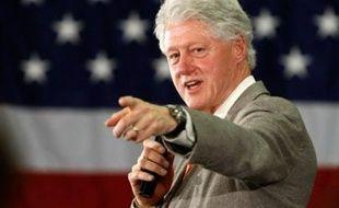 """Le sénateur démocrate Barack Obama, engagé dans un quitte ou double dans la primaire présidentielle de Caroline du Sud samedi, a durci le ton mercredi contre les """"inexactitudes"""" prononcées selon lui par l'ex-président Bill Clinton, qui laisse libre cours à son exaspération."""