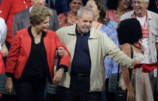 La présidente brésilienne Dilma Rousseff, accompagnée de Lula.