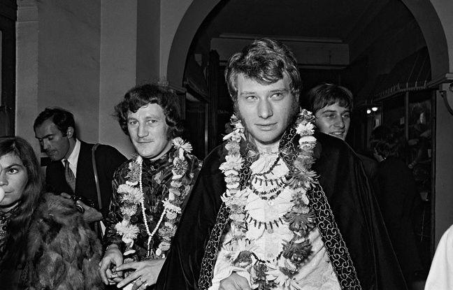 Johnny Hallyday et Rosko en hippies lors d'une soiree au Lord's Club. Paris, 1967