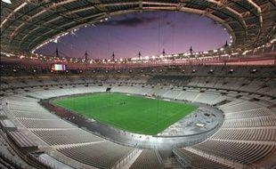 Jamais depuis son inauguration, en janvier 1998, le Stade de France n'avait enregistré un si maigre bénéfice: les 3 millions d'euros de gain enregistrés en 2011, ajoutés à la décision de la Fédération française de rugby de construire son propre stade, font peser des interrogations sur l'avenir de la plus grande enceinte française