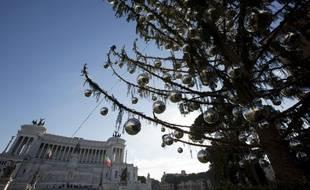 Le sapin de Noël déplumé installé Piazzia Venezia à Rome.