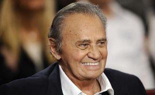 """L'acteur Roger Hanin sur le plateau de """"Vivement Dimanche, Special Jean Claude Gaudin"""" presenté par Michel Drucker sur France 2, le 19 novembre 2008."""