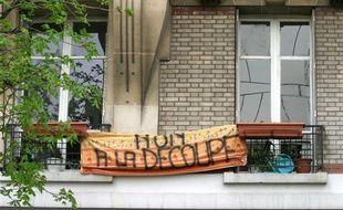 Un immeuble à Paris (12e) où les locataires protestaient contre la vente de leur appartement dans le cadre du systeme dit «à la découpe», le 29 mars 2005