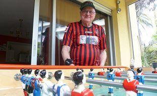 Le Cagnois Gilbert Curetti, 83 ans, participe ce week-end au mondial de baby-foot.
