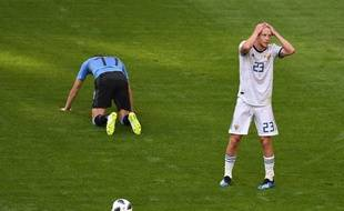 Smolnikov est exclu face à l'Uruguay.