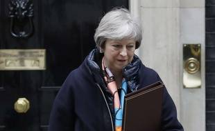 Theresa May devant le 10, Downing Street, le 13 mars 2018.