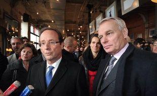 """Le président des députés PS, Jean-Marc Ayrault, affirme, que François Hollande, s'il est élu, ne se contentera pas d'une """"déclaration cosmétique sur la croissance"""" pour accepter le traité budgétaire européen, et entend négocier avec Berlin des initiatives financées par des euro-obligations."""