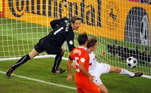 Dmitry Torbinsky inscrit le deuxième but des Russes face aux Pays-Bas, en quart de finale de l'Euro.
