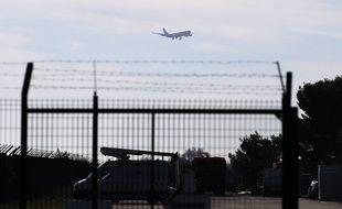 Le premier avion de rapatriement, à Istres, vendredi.