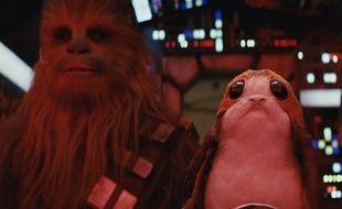 Chewbacca et un Porg dans «Star Wars - Les derniers Jedi».
